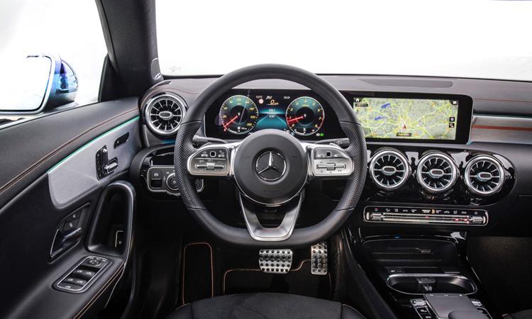 ภายใน Mercedes-Benz CLA และ AMG CLA 35