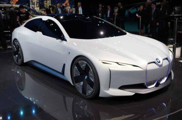 BMW i4ที่สุดแห่งความชาร์จไวเพียง 35 นาทีได้ถึง 80%