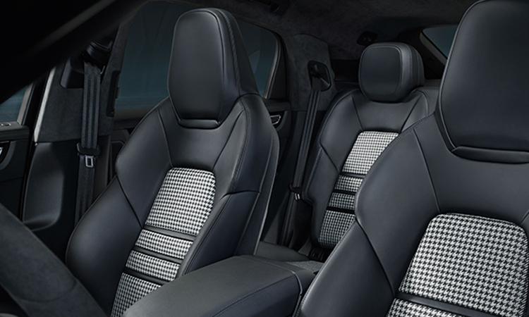 เบาะคู่หน้า Porsche Cayenne e-hybrid Coupe'
