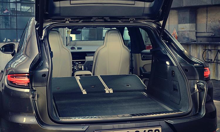 เก็บเบาะด้านหลัง Porsche Cayenne e-hybrid Coupe'