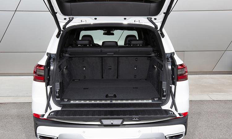 ด้านหลัง BMW X5 xDrive45e (Plug-in Hybrid)