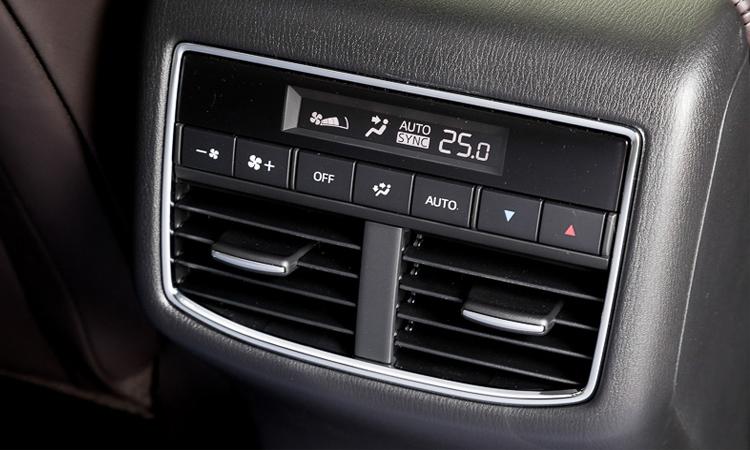 ช่องแอร์้านหลัง Mazda CX-8