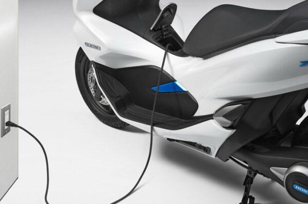 Honda เปิดตัว PCX Electric Smart Station ยกระดับความเป็นรถไฟฟ้ามากขึ้น