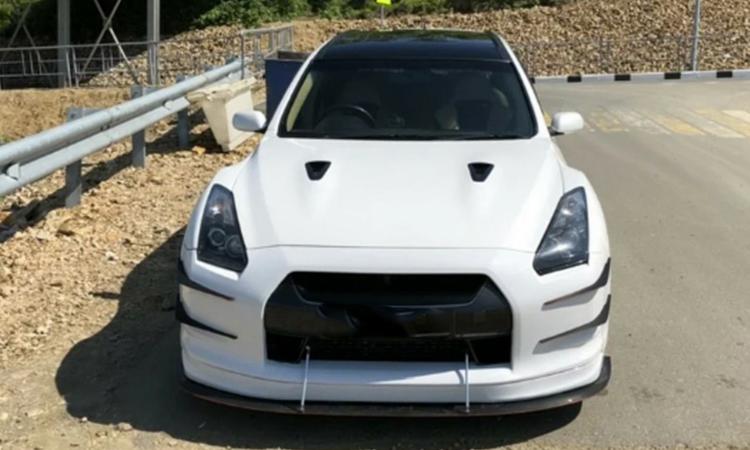 ดีไซน์กระจังหน้า Nissan Stagea sport Wagon