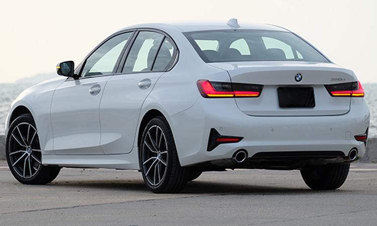 ท้าย BMW 320d Sport