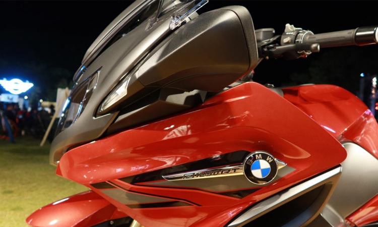 ดีไซน์ด้านหน้า BMW R 1250 RT สปอร์ตทัวเรอร์