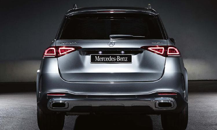 ด้านหลัง Mercedes-Benz GLE 300d 4MATIC
