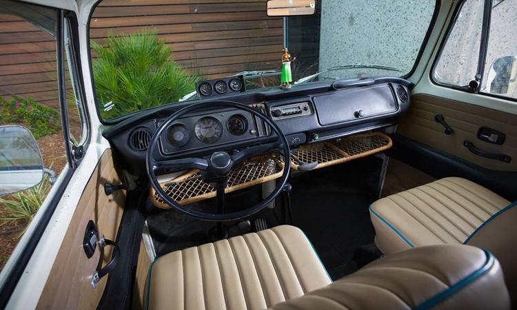 ภายใน Volkswagen Type 2 Bus 1972 EV 100%