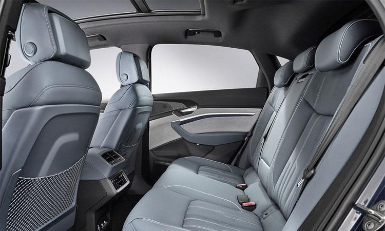 เบาะหลัง Audi e-tron Sportback