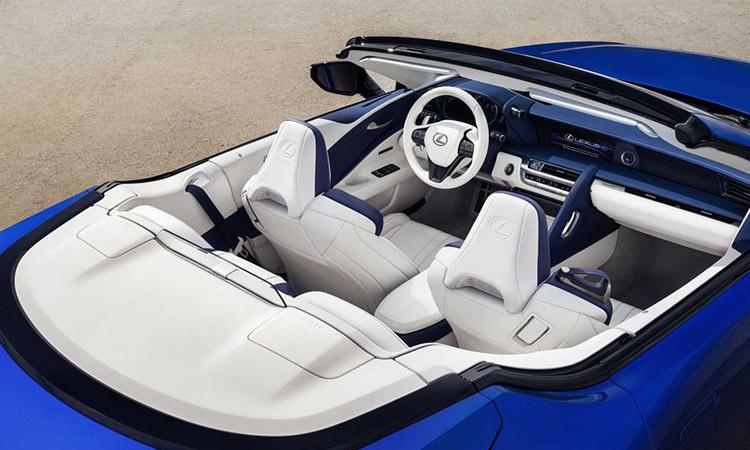ด้านใน Lexus LC 500 Convertible
