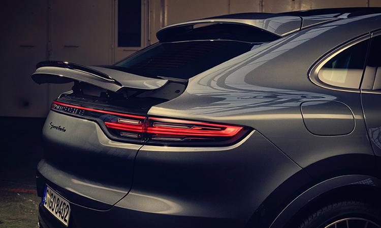 ด้านหลัง Porsche Cayenne e-hybrid Coupe'