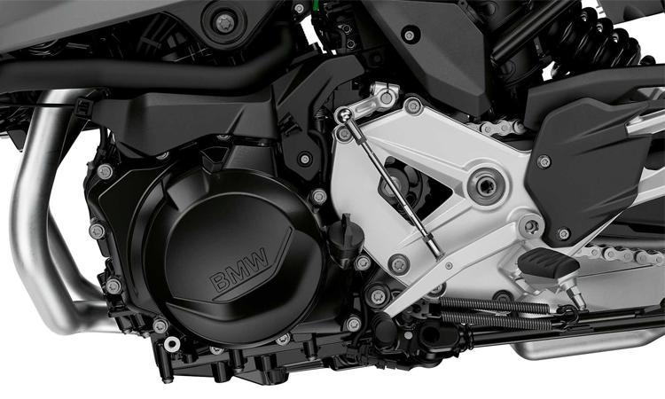 เป็นคู่ใหม่ของ BMW รถคล้ายกับ S1000XR รุ่นเก่าที่เพิ่งวางจำหน่ายในงาน ด้วยการปรับตั้งให้เครื่องยนต์เล็กลงขนาดเล็กลงและแน่นอนว่าราคาจะต้องเล็กลงเพื่อให้ผู้ใช้จับต้องได้