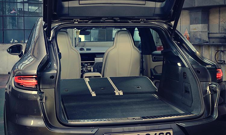 ด้านหลัง Porsche Cayenne e-hybrid Coupe