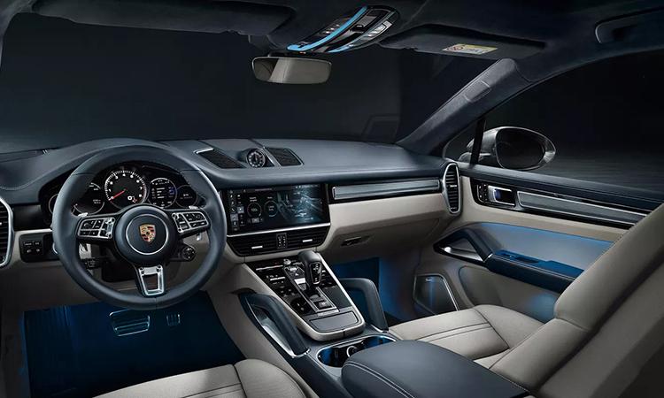 ด้านใน Porsche Cayenne e-hybrid Coupe'