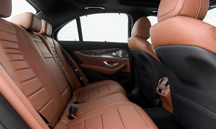 เบาะหลัง Mercedes-Benz E 300e Plug-in Hybrid