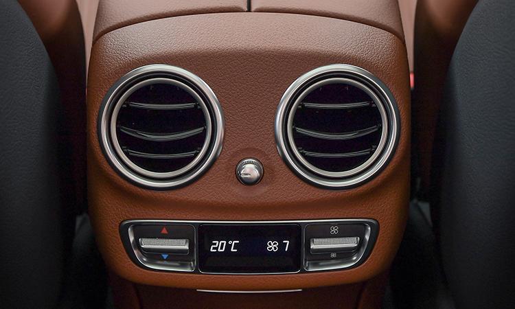 ช่องแอร์ด้านหลัง Mercedes-Benz E 300e Plug-in Hybrid