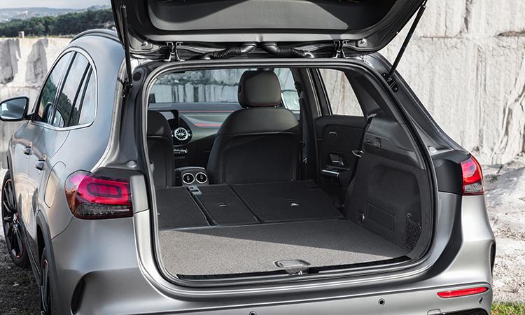 ที่เก็บของด้านหลัง All NEW Mercedes-Benz GLA-Class