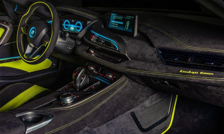 ภายใน BMW i8 Roadster LimeLight Edition