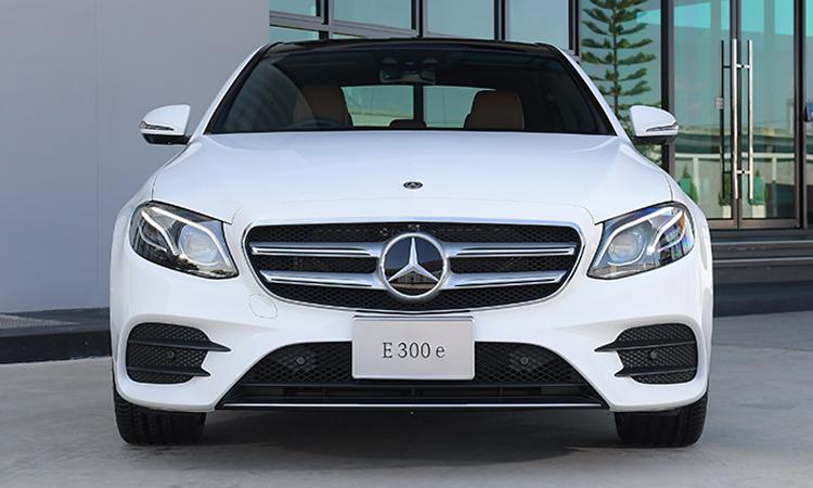 ีดีไซน์ด้านหน้า Mercedes-Benz E 300e Plug-in Hybrid
