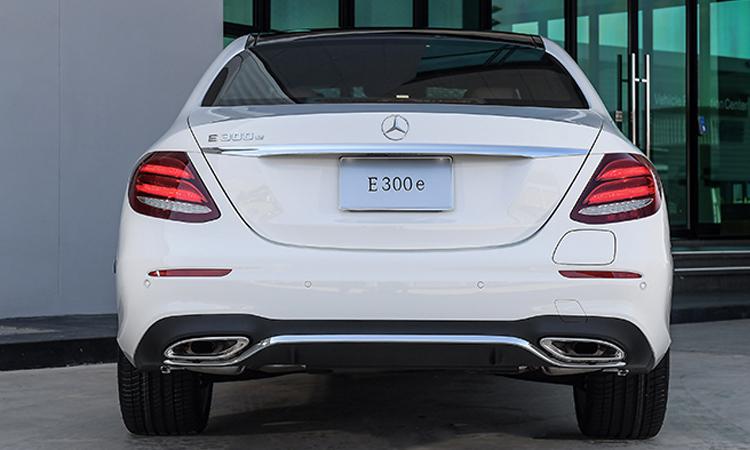 ดีไซน์ด้านหลัง Mercedes-Benz E 300e Plug-in Hybrid