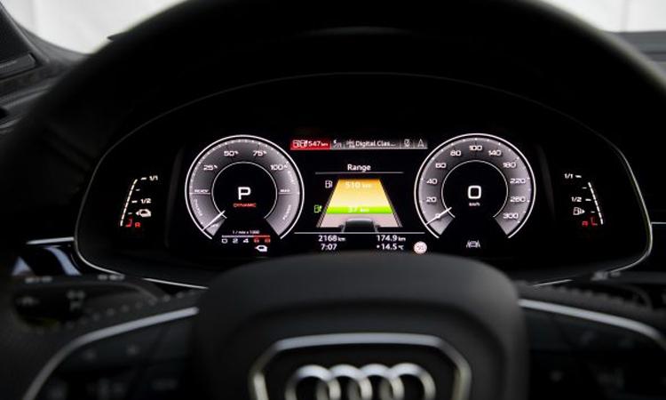 เรือนไมล์ Audi Q7 PHEV