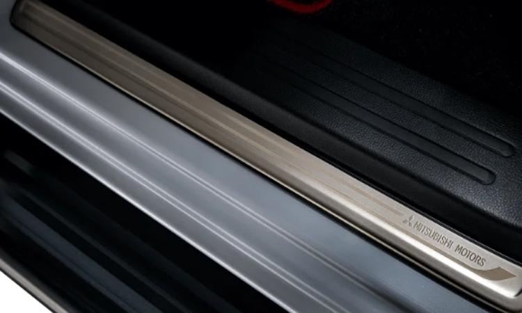 คิ้วบันได Mitsubishi Triton Knight Limited Edition