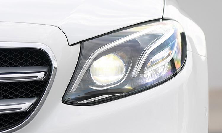 ไฟหน้า Mercedes-Benz E 300e Plug-in Hybrid