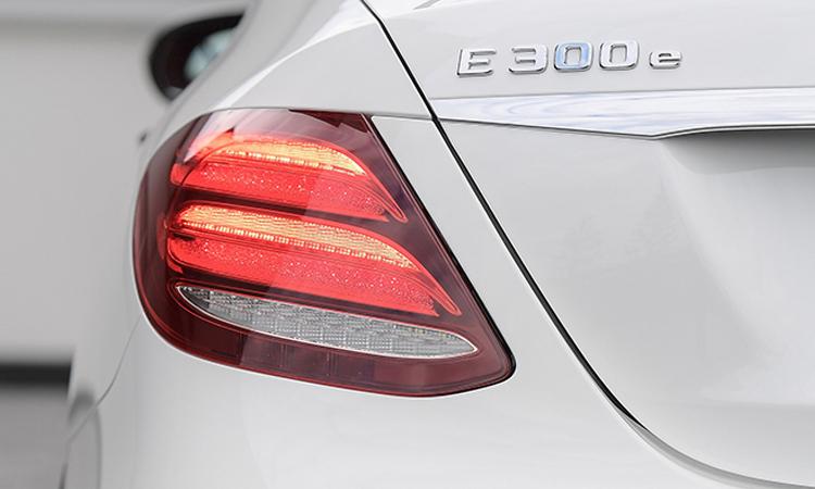 ไฟท้าย Mercedes-Benz E 300e Plug-in Hybrid