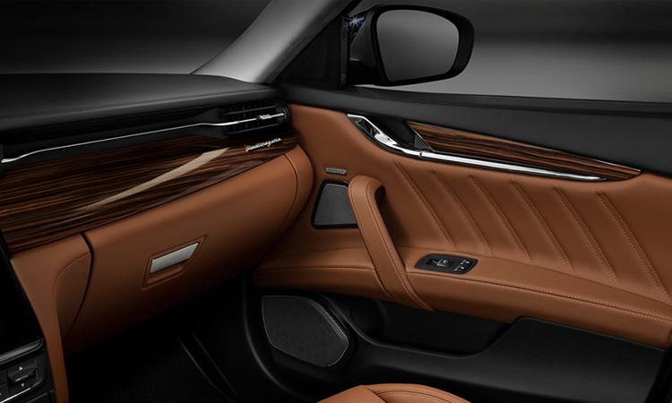 แผงประตู Maserati Quattroporte