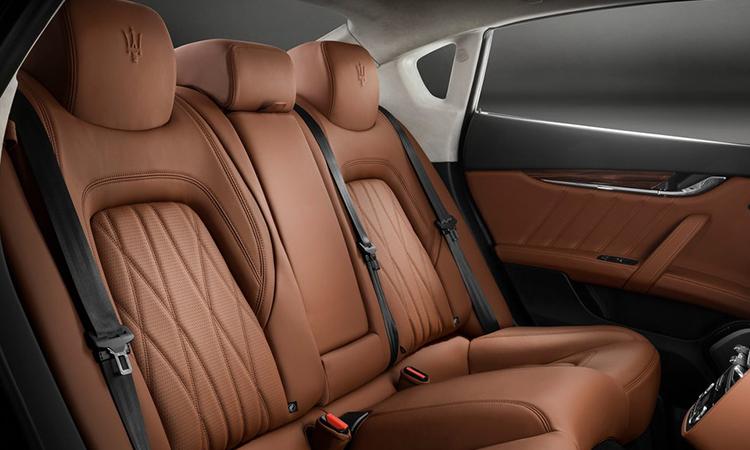 เบาะหลัง Maserati Quattroporte