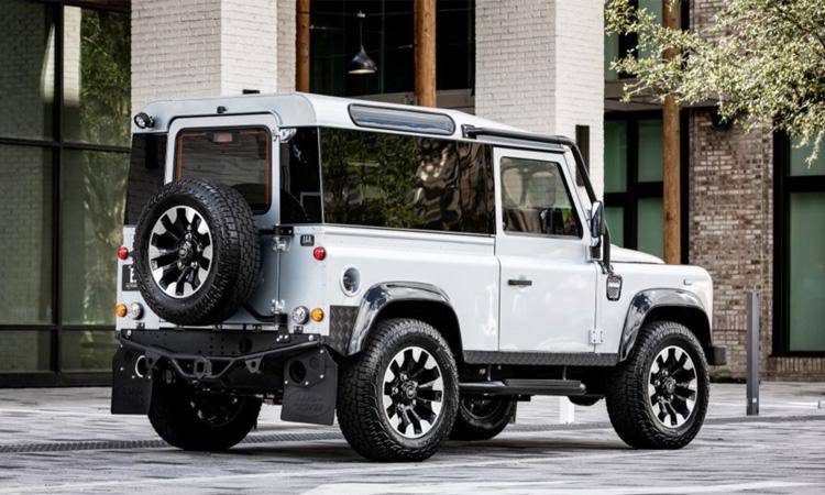 ดีไซน์ Land Rover Defender Blackcom