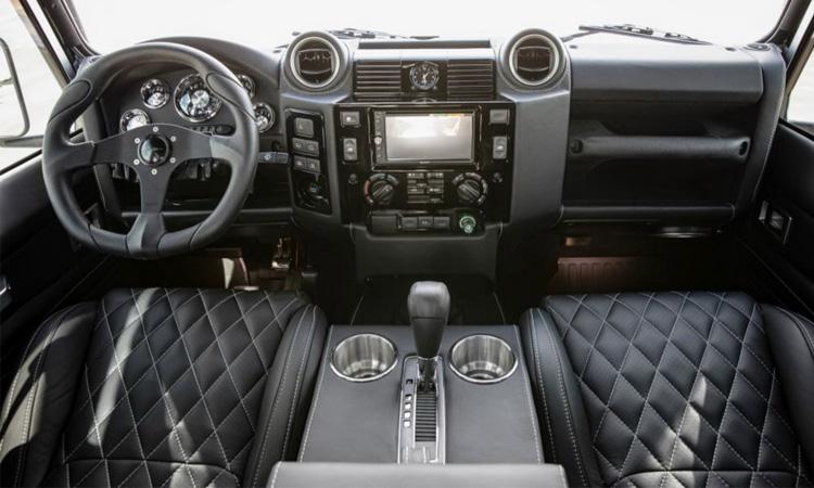 ภายในLand Rover Defender Blackcom