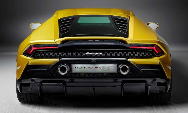 ดีไซน์ด้านหลัง Lamborghini Huracan EVO RWD