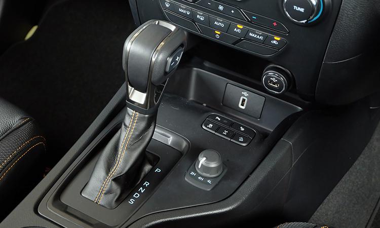เกียร์ Ford Ranger Wildtrak 2.0 Bi-Turbo 4WD