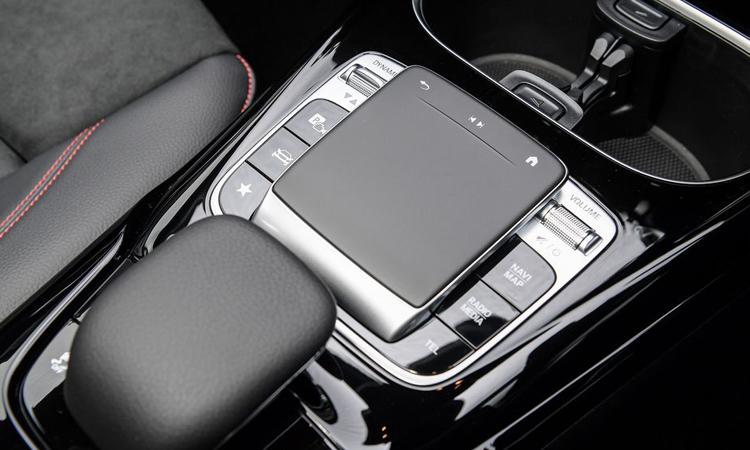 แป้นควบคุม Mercedes-AMG CLA 35 4MATIC