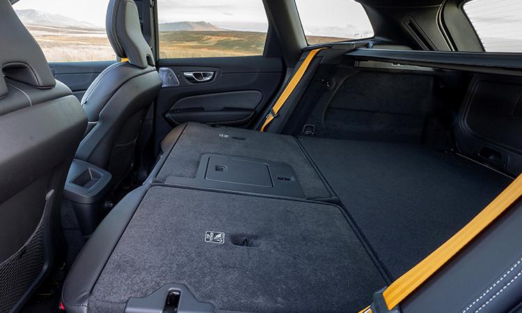 ดีไซน์พับเบาะ Volvo XC60 T8 AWD Polestar Engineered