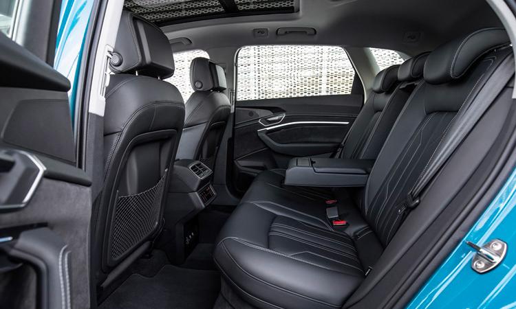 ภายในด้านหลัง Audi e-tron