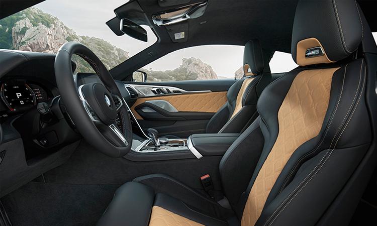 เบาะคู่หน้า BMW M8 Competition Coupe'