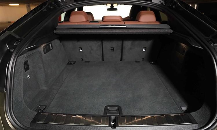 ที่เก็บของด้านหลัง BMW X6 xDrive30d M Sport