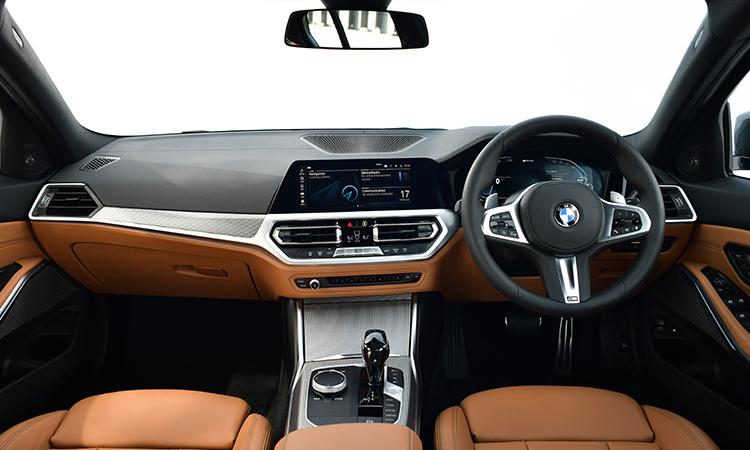 ภายใน BMW 330e M Sport (Plug-in Hybrid)