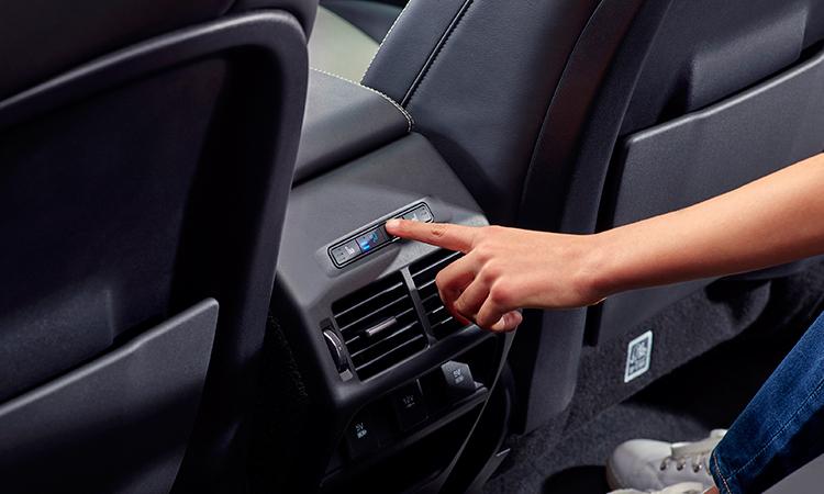 แอร์ด้านหลัง Land Rover DISCOVERY Sport