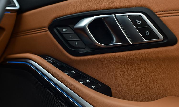 แผงประตู BMW 330e M Sport (Plug-in Hybrid)