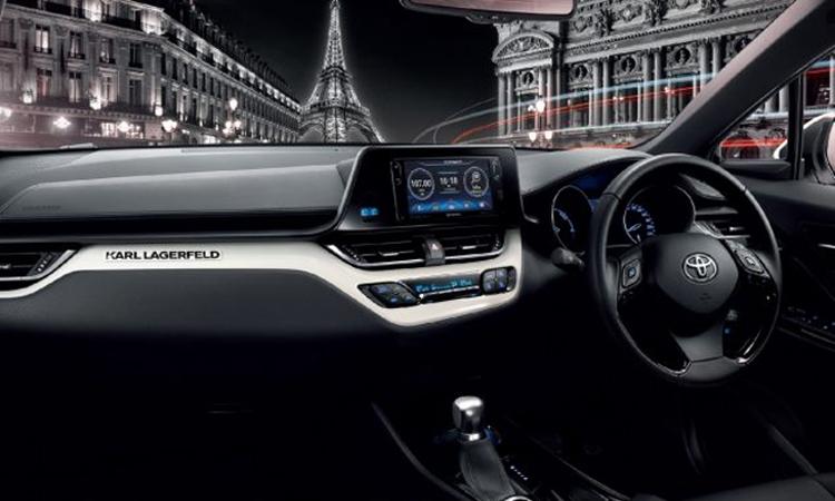 ภายใน Toyota C-HR KARL LAGERFELD Hybrid High