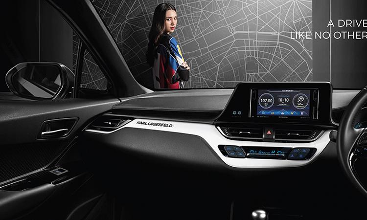 ด้านใน Toyota C-HR KARL LAGERFELD Hybrid High