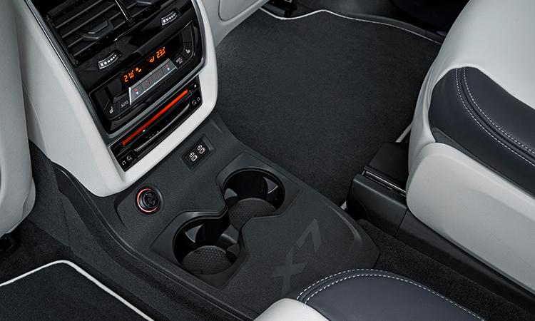 ช่องแอร์ด้านหลัง BMW X7 M50d