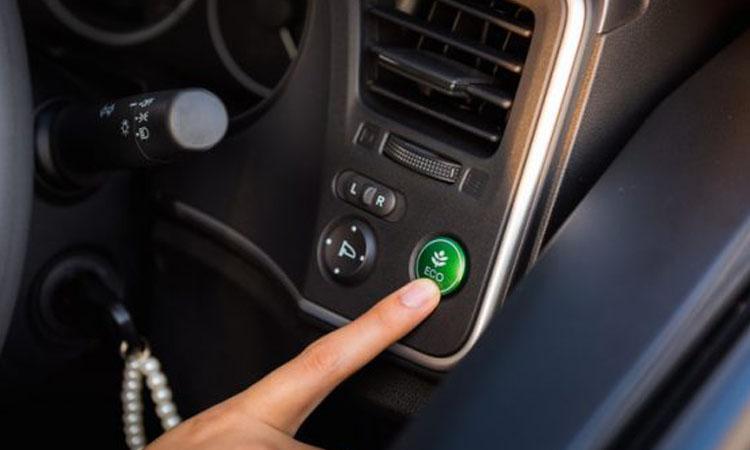ปุ่ม ECON คือโหมดการใช้งานขับขี่แบบประหยัด ที่จะช่วยให้เครื่องยนต์ประหยัดน้ำมันในการขับขี่มากกว่าปกติ