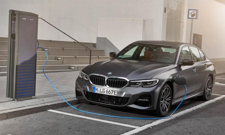 ราคา ตารางผ่อนดาวน์ BMW 330e M Sport (Plug-in Hybrid)
