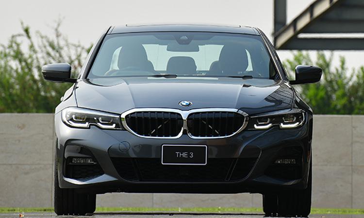 ด้านหน้า BMW 330e M Sport (Plug-in Hybrid)