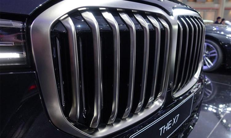กระจังหน้า BMW X7 M50d