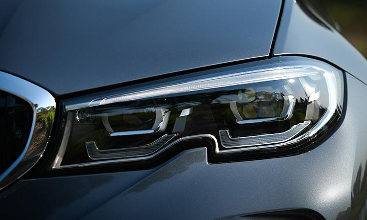 ไฟหน้า BMW 330e M Sport (Plug-in Hybrid)
